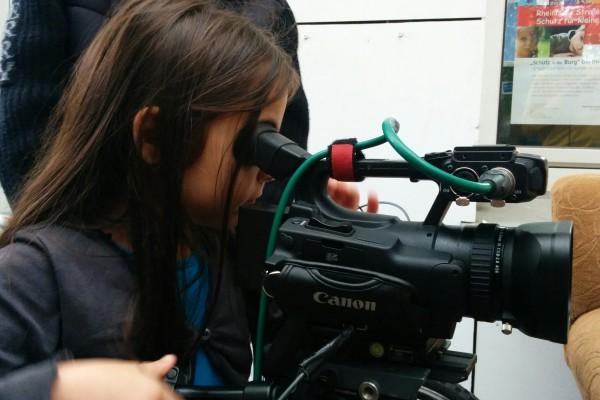 UNSERE KIVI war ein zehn-tägiges Filmprojekt an dem Jugendzentrum KIVI in Dortmund. Kinder und Jugendlichen konnten in diesem Zeitraum Kurzfilme, Interviews oder kleine Dokus drehen.